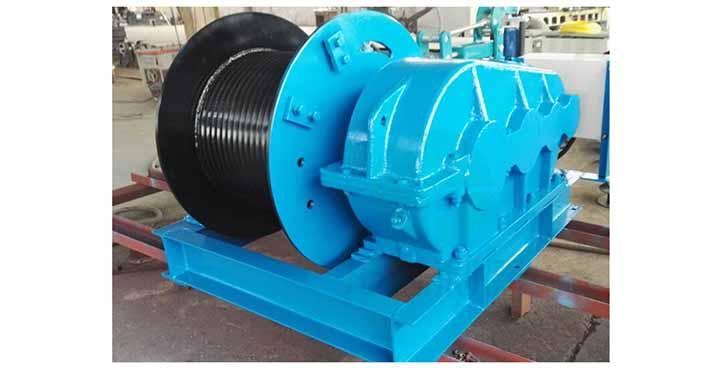 Heavy duty pulling electric wirerope winch